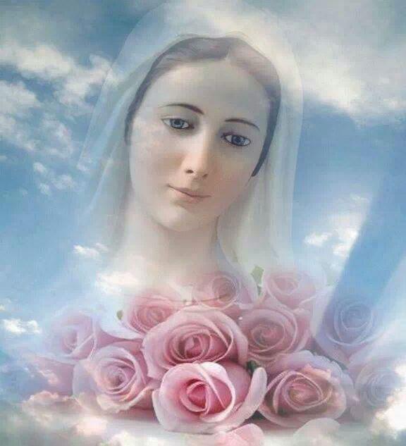Mayo mes de Mara  Reina del Cielo