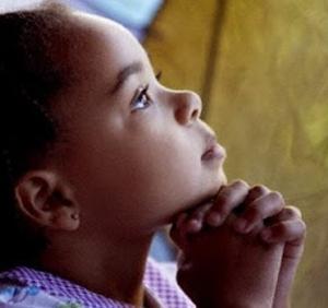 Niña rezando 3 (ft img)