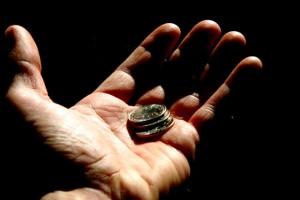 Monedas en la mano