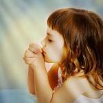 Niña rezando 2 (ft img)