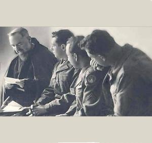 El Padre Pio y tres aviadores (ft img)