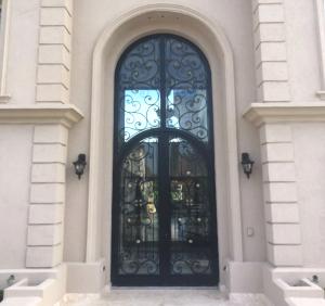 La Puerta (ft img) 2