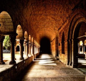 Vida Consagrada claustro (ft img)